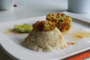 Mandelmilch - Curry mit Salatgurke
