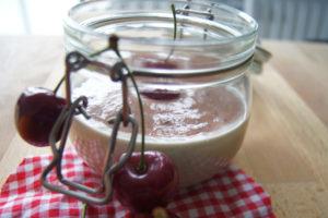 Buchweizen-Pudding mit Kirschsauce