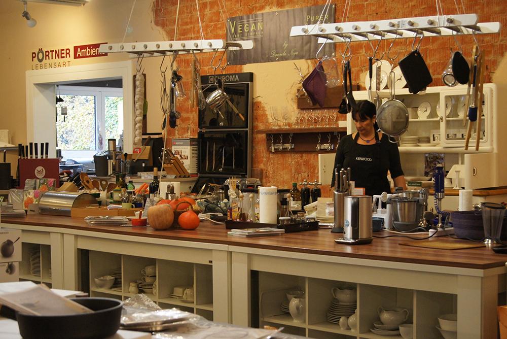 show cooking im einrichtungshaus p rtner lebensart. Black Bedroom Furniture Sets. Home Design Ideas