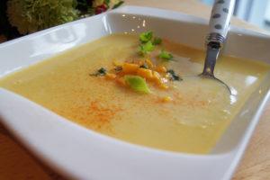 Unwiderstehlich lecker - Vegane Mais-Kokos-Suppe